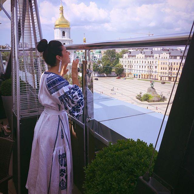 Злата Огневич в вышиванке поздравила украинцев с Днем Конституции