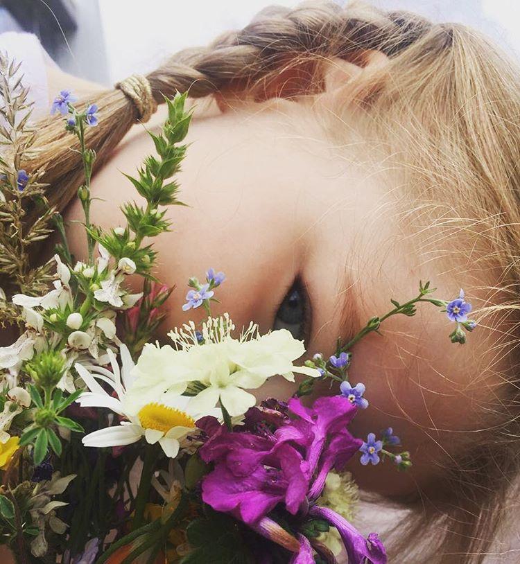 Елена Подкаминская поделилась трогательными фотографиями со своей дочерью