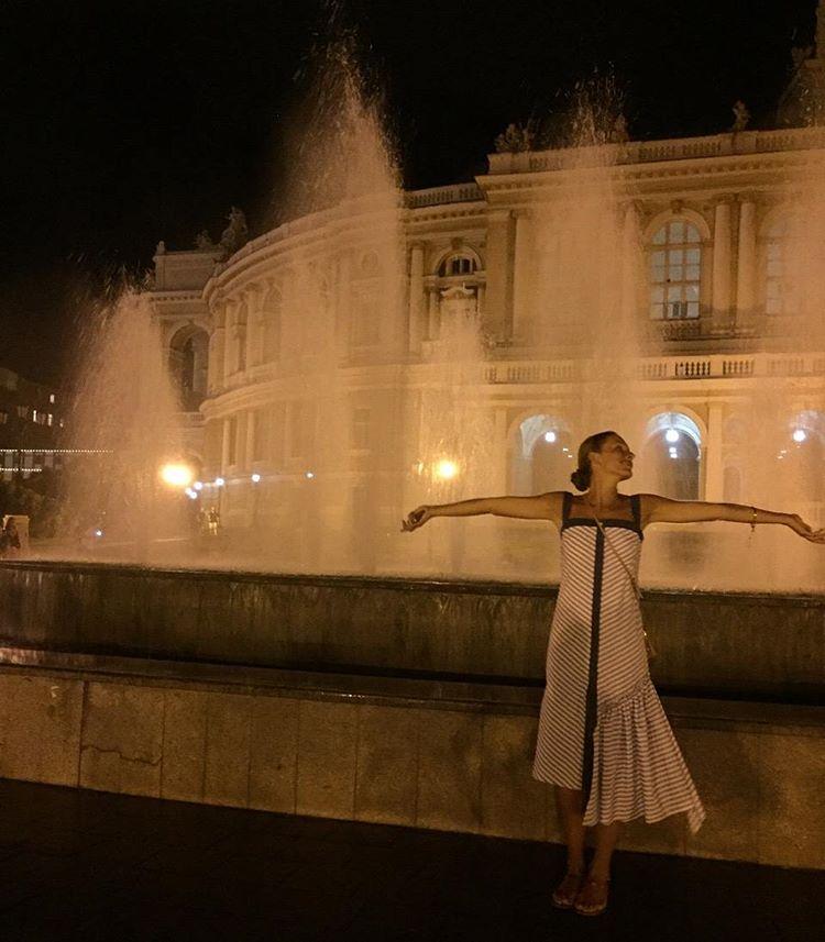 Катя Осадчая демонстрирует отменную фигуру в Одессе