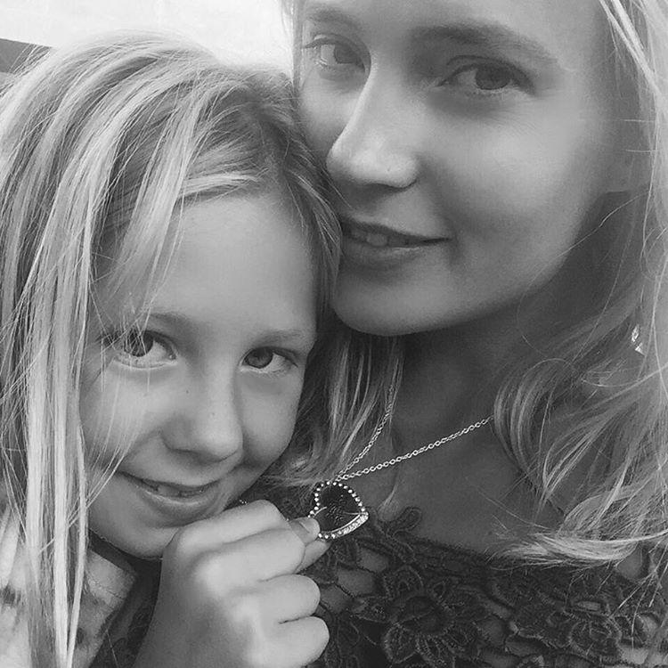 Певица Глюкоза рассказала о подготовке дочери в школу