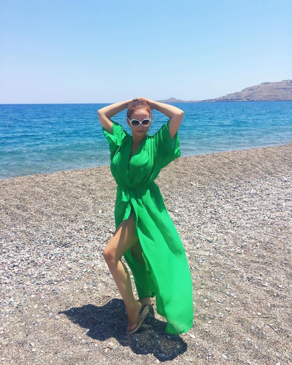 Анфиса Чехова придерживается строгой диеты на отдыхе в Греции