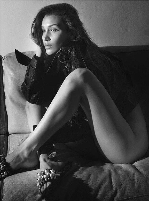 Белла Хадид полностью разделась в новой фотосессии для Vogue