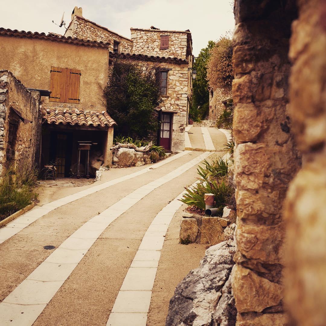 Инна Цимбалюк поделилась красочными фотографиями из путешествия по Франции