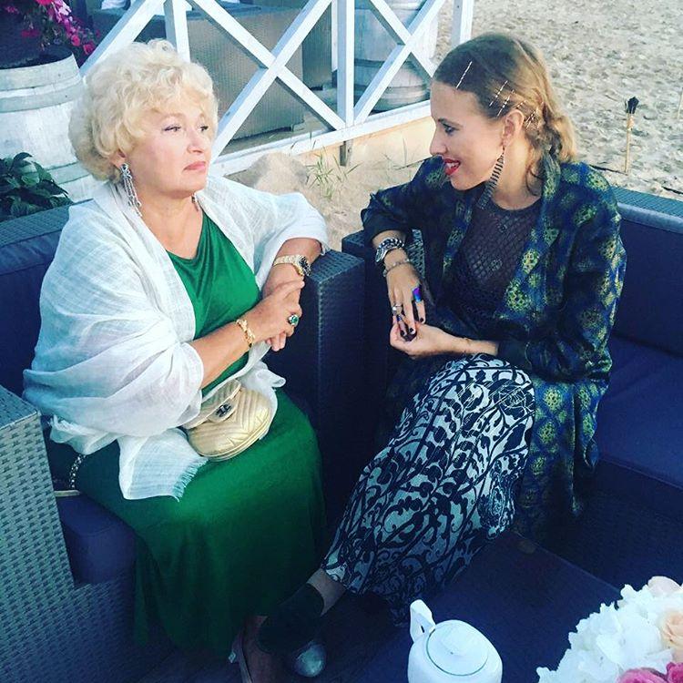 Ксения Собчак поделилась трогательным снимком со своей молодой мамой