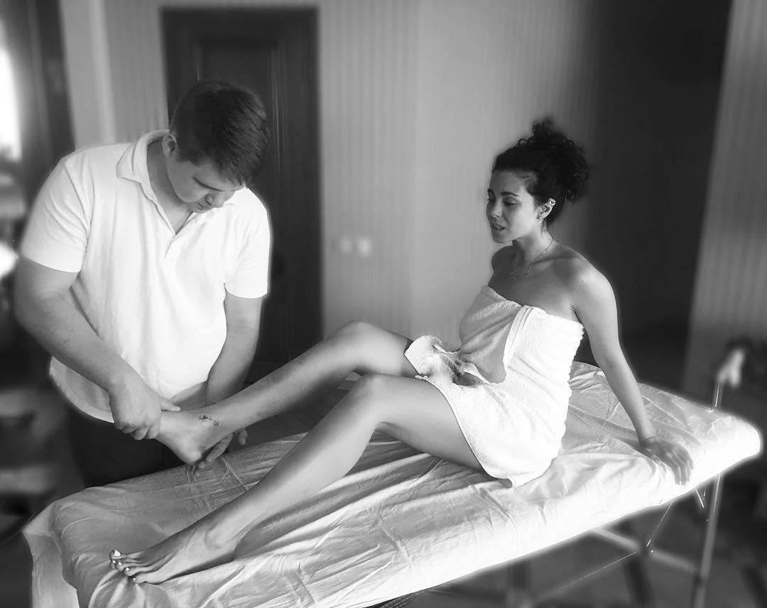 Настя Каменских показала болезненную процедуру восстановления ноги