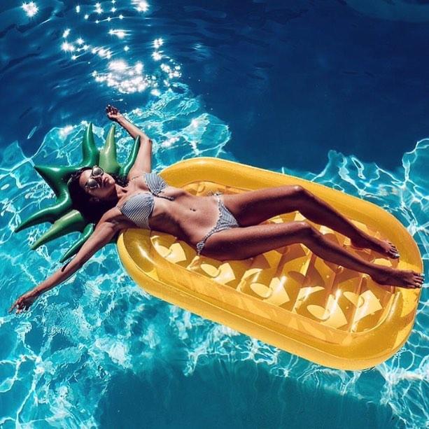 Санта Димопулос наслаждается отдыхом в солнечной Италии
