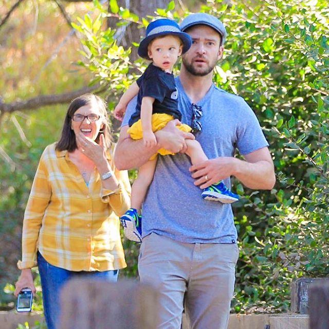 Семейная прогулка: Джастин Тимберлейк показал подросшего сына