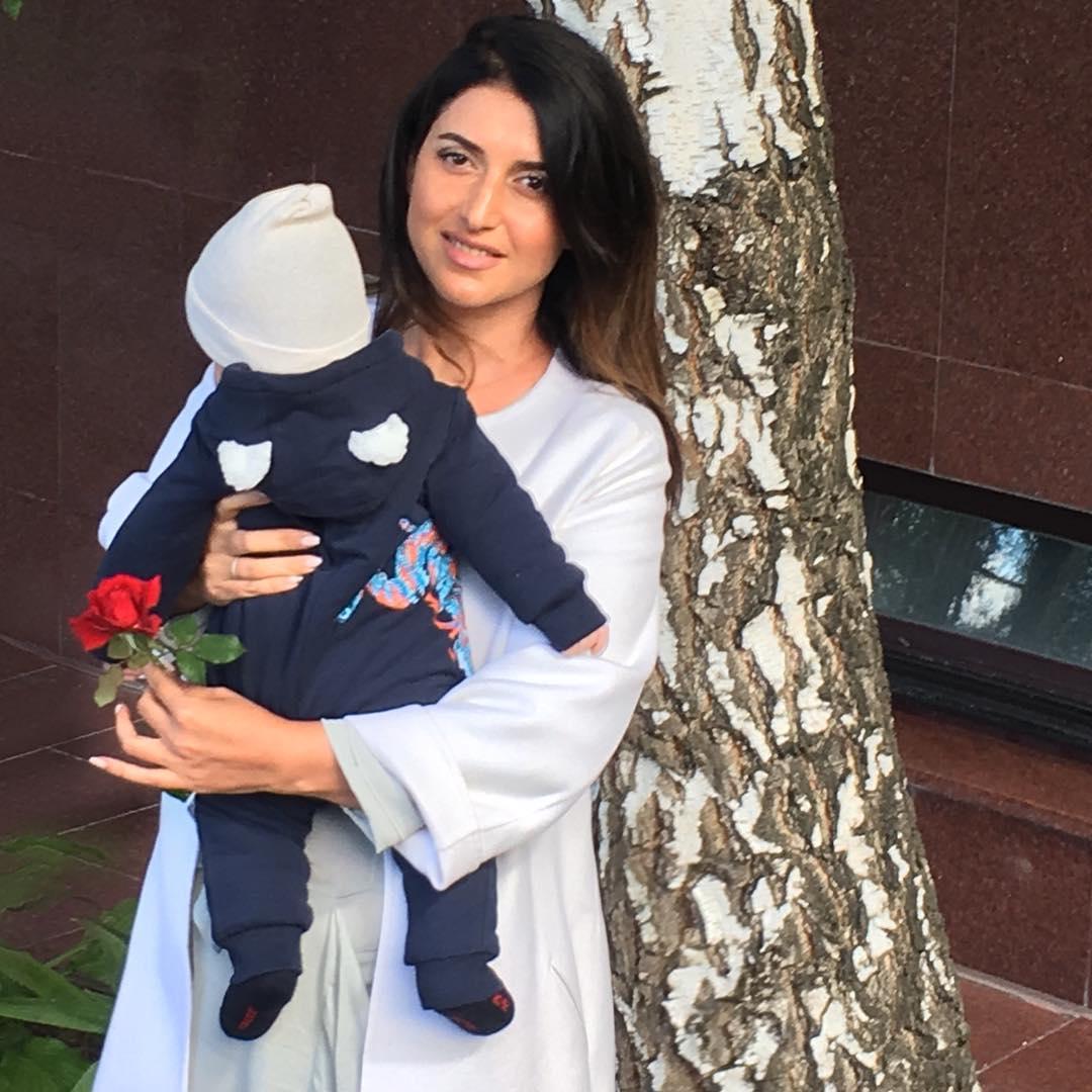 Певица Жасмин пережила депрессию после рождения третьего ребенка