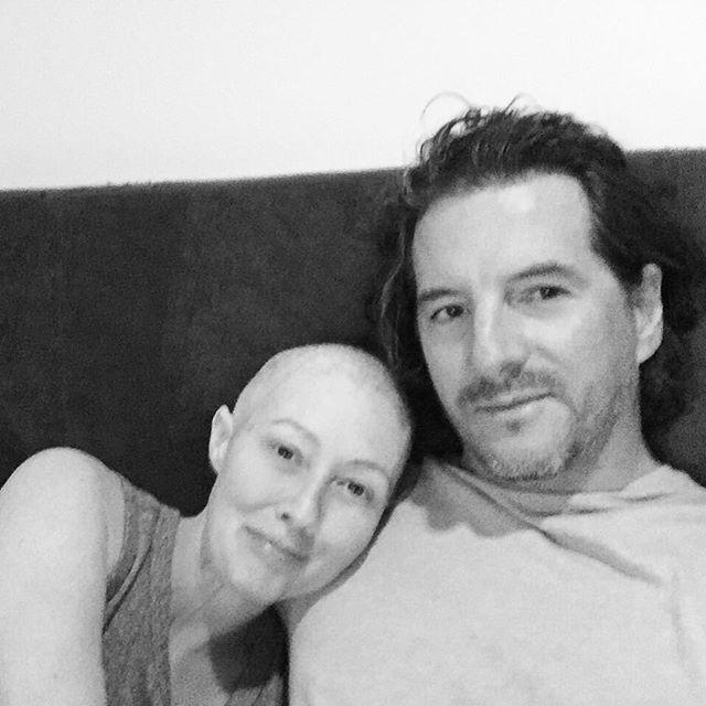 Больная раком Шэннен Доэрти поделилась снимком из больницы