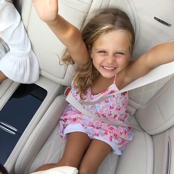 Анна Седокова наслаждается последними днями лета с повзрослевшими дочками