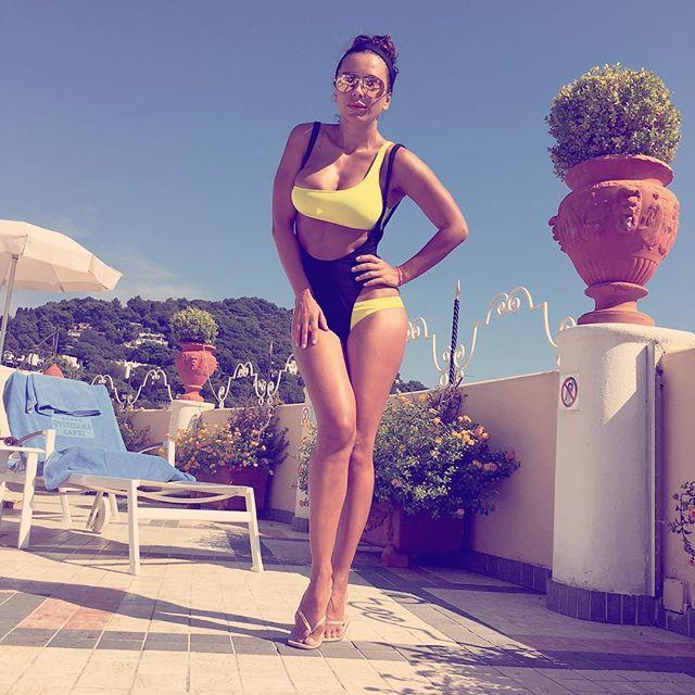 Ани Лорак продемонстрировала подтянутую фигуру на отдыхе в Италии