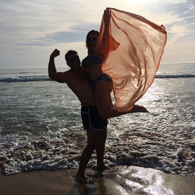 Сексуальная Анфиса Чехова позирует на пляже