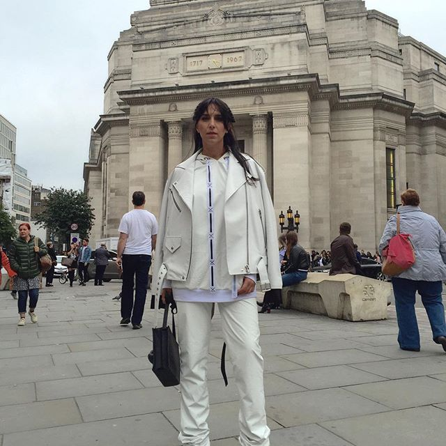 Стильная Джамала восхитила своими необычными образами на Неделе моды в Лондоне