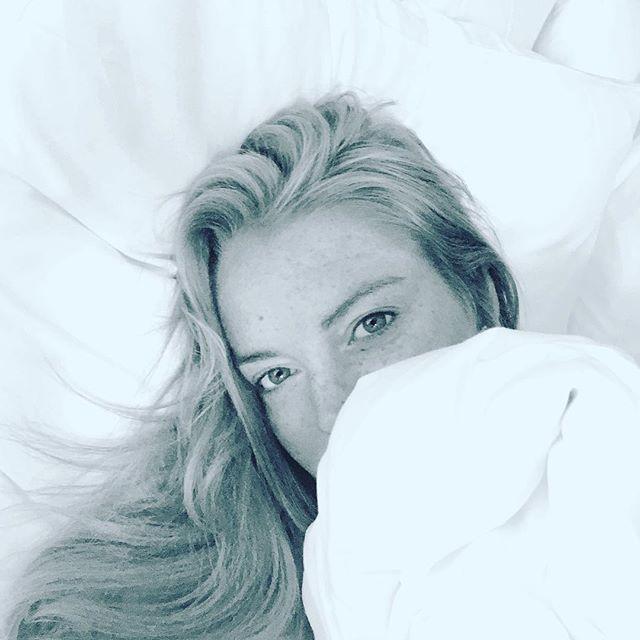 Селфи в постели: Линдси Лохан соблазняет поклонников новыми фото