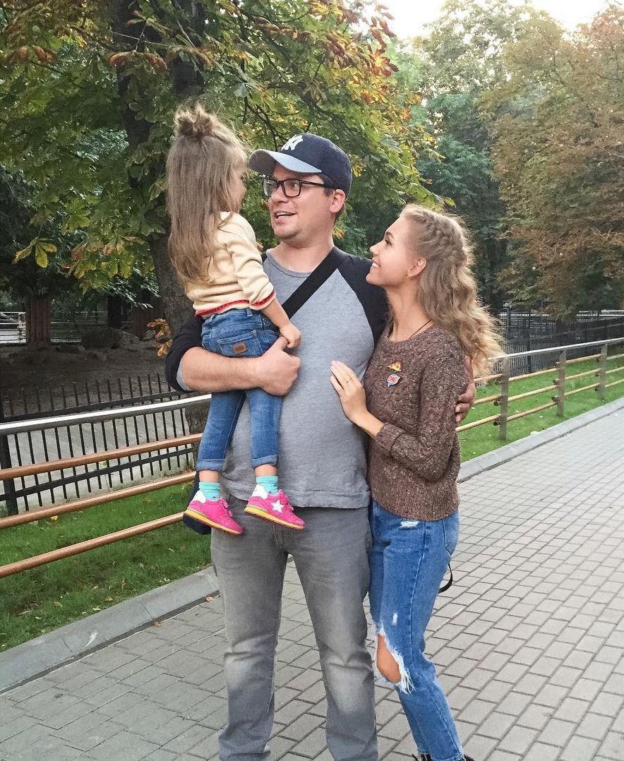 Картинки по запросу кристина асмус с мужем и дочкой