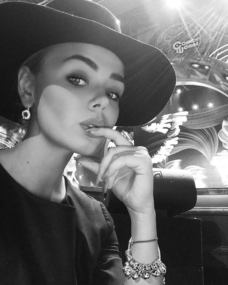 По-взрослому: новый образ Алины Гросу в стиле вамп
