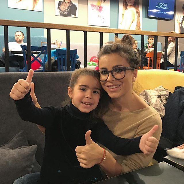 Ани Лорак провела выходные вместе с подросшей дочерью