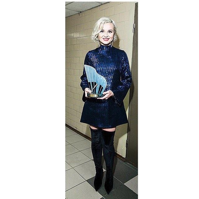 Беременность не скрыть: Полина Гагарина вышла в свет с заметно округлившимся животиком