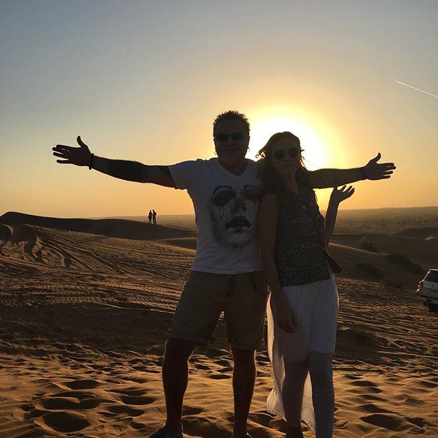 Из зимы в лето: Владимир Пресняков с женой и маленьким сыном улетел в ОАЭ