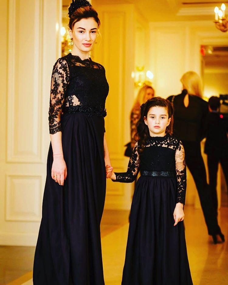 Анастасия Приходько впервые вышла в свет со свой дочерью Наной
