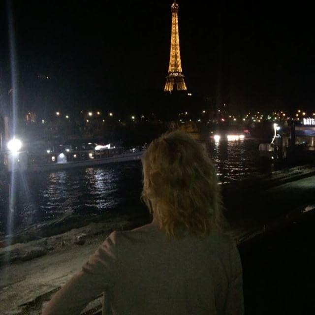 Кристина Орбакайте отправилась с подросшей дочерью на каникулы в Париж