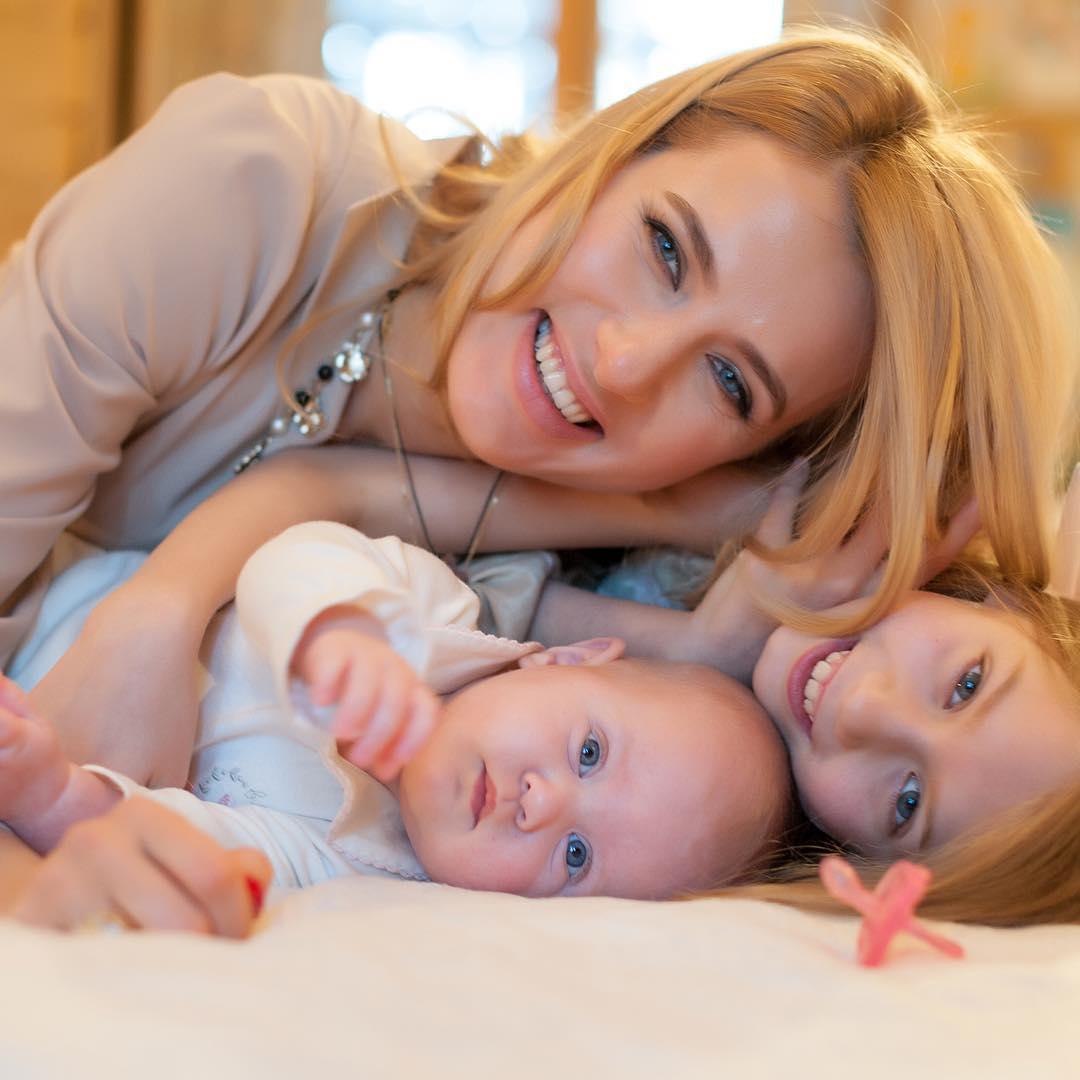 Ольга Горбачева с дочками