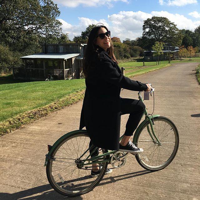 Спортивные выходные: Лив Тайлер на велопрогулке с мужем