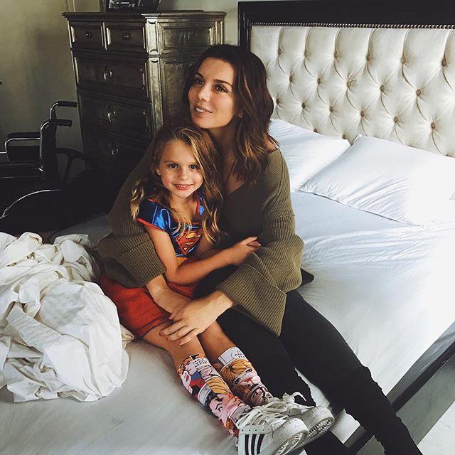 Из домашнего архива: Анна Седокова показала старое фото с крошечными дочками