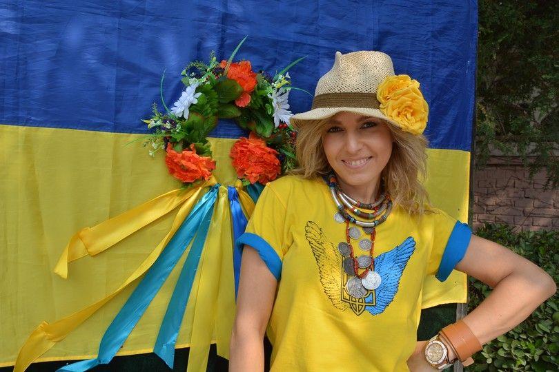 Стилист Сердючки в Китае устроила флеш-моб в поддержку Украины