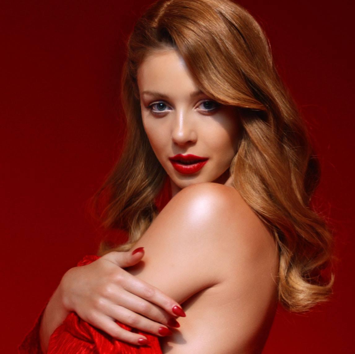 Тина Кароль снялась красный клип и представила песню на двух языках