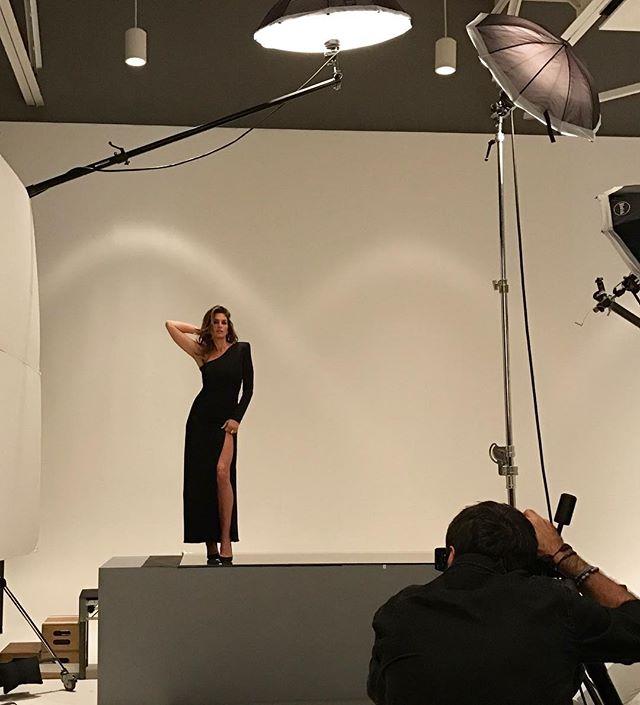 Всегда прекрасна: 50-летняя Синди Кроуфорд снялась в роскошной фотосессии
