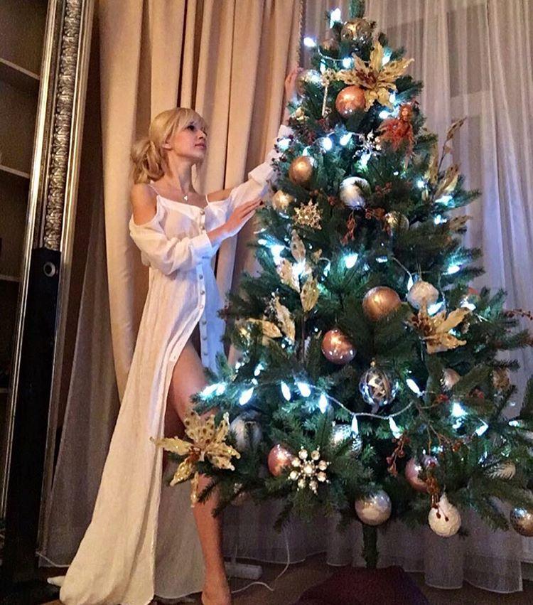 У кого лучше: звезды показали, как украсили свои дома на праздники новый год, новый год 2017, звезды на новый год, дома звезд