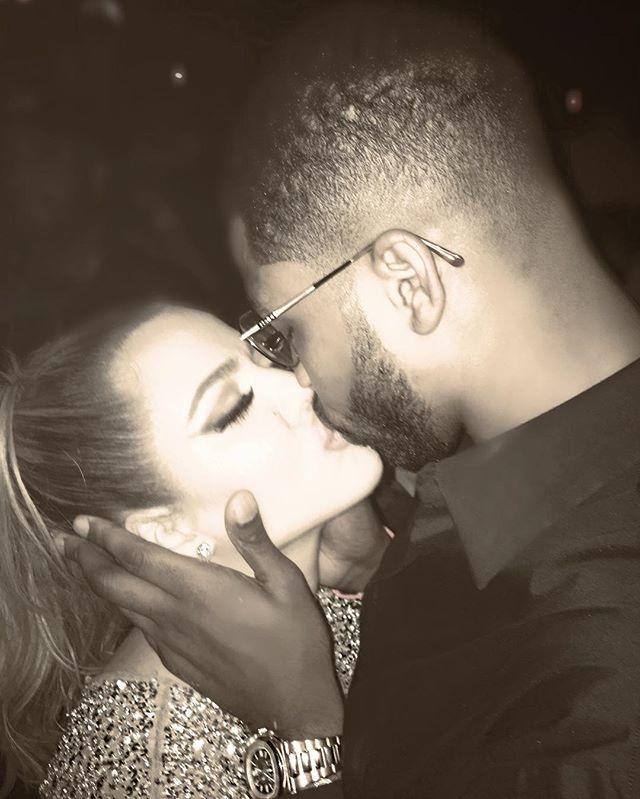 Нежность и поцелуи: Хлое Кардашьян позирует с любимым мужчиной