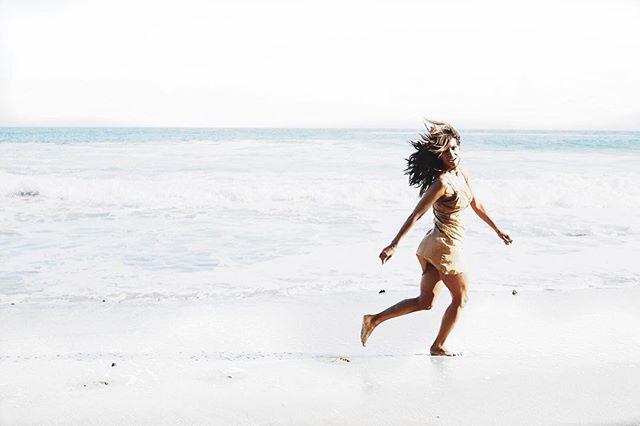 Праздники у океана: Холли Берри поделилась невероятно красивым фото с пляжа