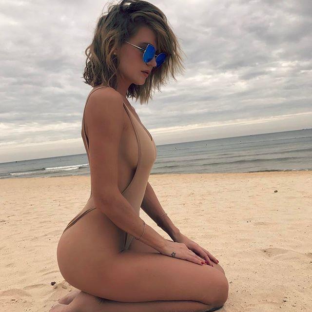 Влюблены и красивы: певица Глюкоза позирует на пляже со своим мужем