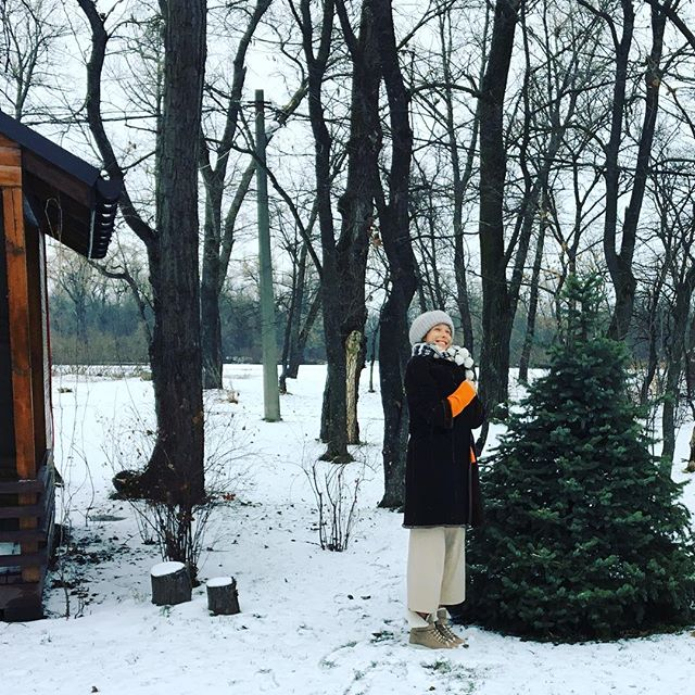 Зима на даче: беременная Катя Осадчая показала, как проводит выходные загородом