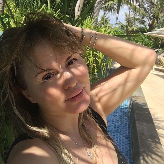 Поклонники не оценили фото Анны Семенович без макияжа