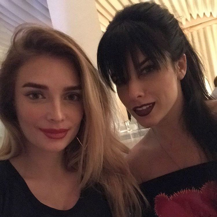 """Экс-солистки """"ВИА Гры"""" засыпали сеть секси-снимки в составе новой группы"""
