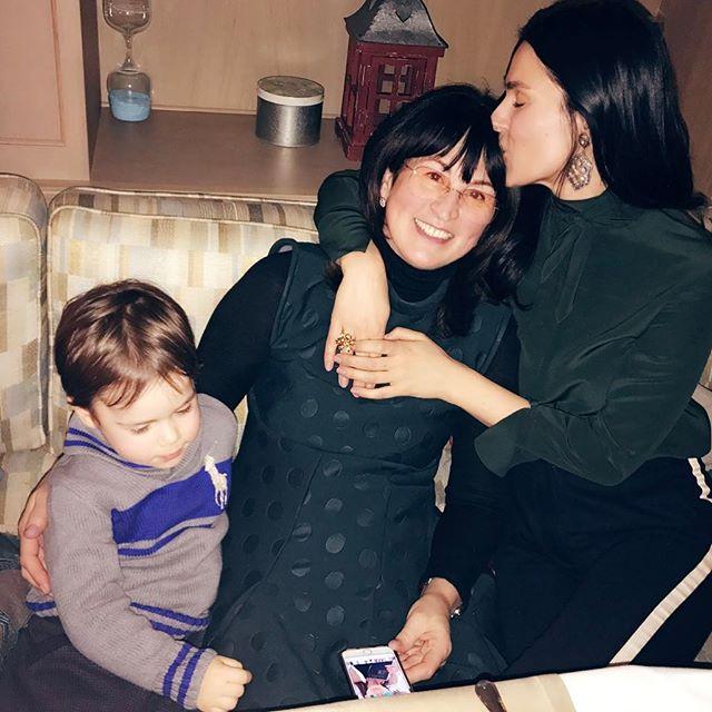 Так похожи и так красивы: Маша Ефросинина позирует с сестрой Лизой