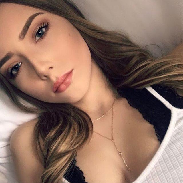 Девочка выросла: в сети появились снимки взрослой дочери Эминема