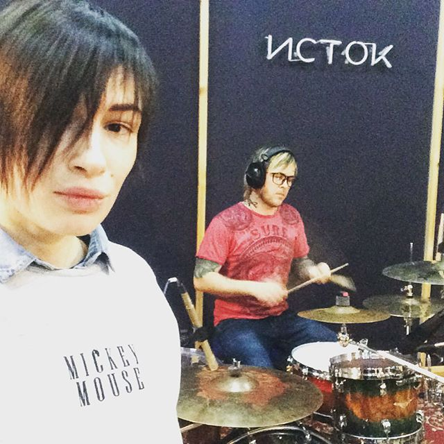 Как рок-дива: Анастасия Приходько снова поменяла прическу