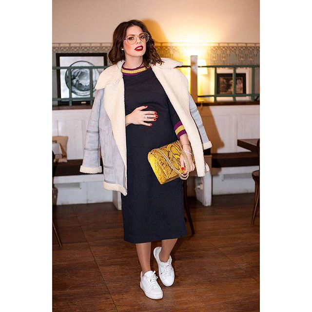 Беременная Анастасия Стоцкая демонстрирует заметно округлившийся живот