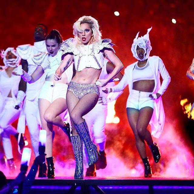 Несмотря на недостатки: Леди Гага в восторге от своего тела
