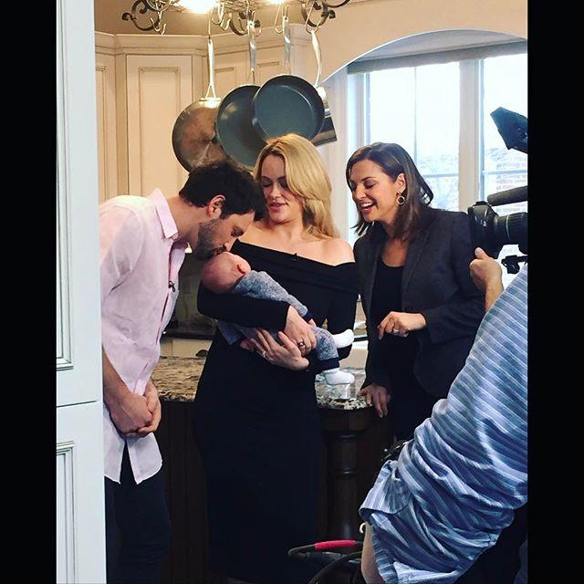Семейный портрет: в сети появилось фото Максима Чмерковского, его красавицы-жены и их новорожденного сына