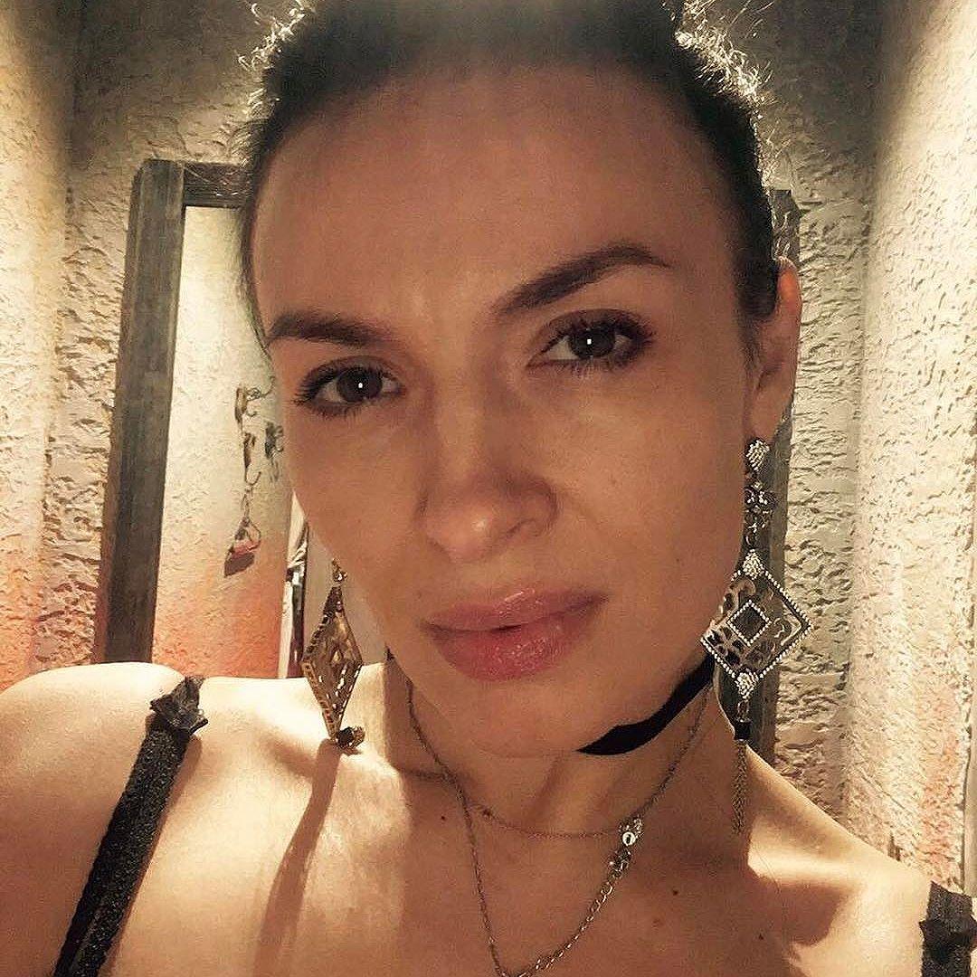 Смело: Надежда Мейхер опубликовала фото без косметики в честь своего 35-летия