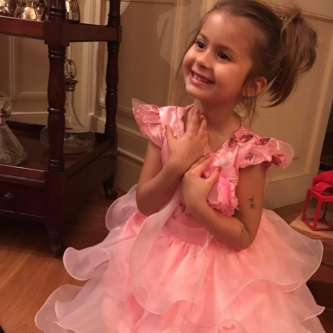 Виктория Боня впервые показала лицо своей дочери Анджелины