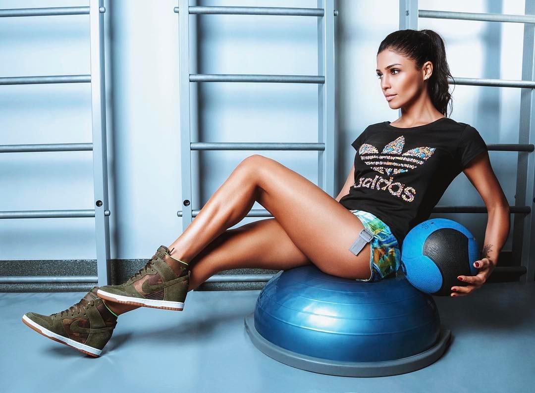 Скоро лето: Санта Димопулос активно занимается спортом