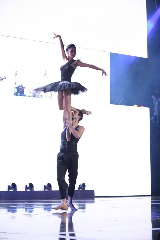Alyosha и Kiev Tango Project, The Hardkiss и танцоры балета, эпатажные «Неангелы» и хор мальчиков: звездные дуэты на церемонии «Viva! Самые красивые-2017»