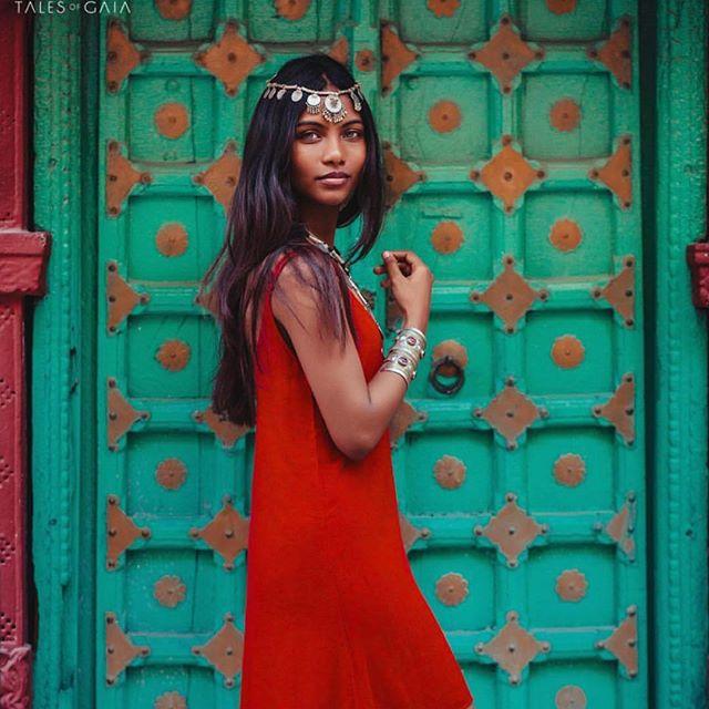 21-летнюю красавицу-модель с обложки Vogue нашли мертвой