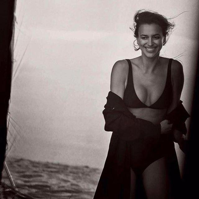 Ирина Шейк впервые после родов опубликовала фото в купальнике